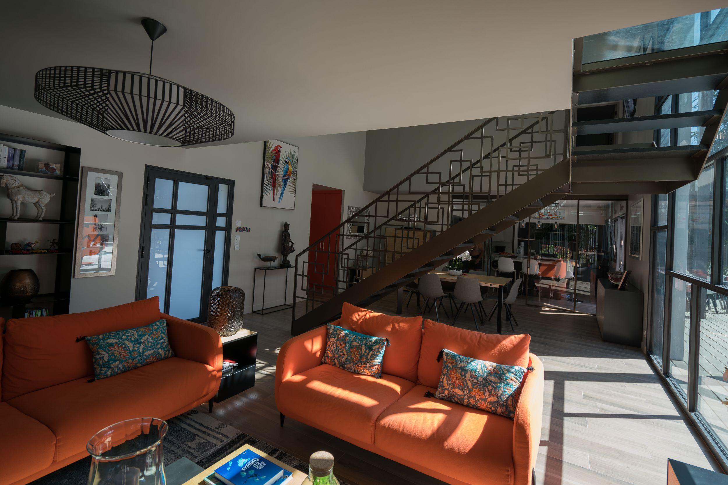 Peinture dans le séjour d'une maison contemporaine - AD Color Peintre à Vannes